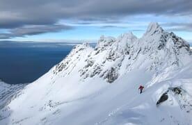 SKI & SAIL dans le fjord et le monde insulaire des célèbres Alpes de Lyngen