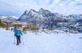 SNOWSHOE & SAIL durch die Inseln des Sjunkhatten Nationalparks, Norwegen